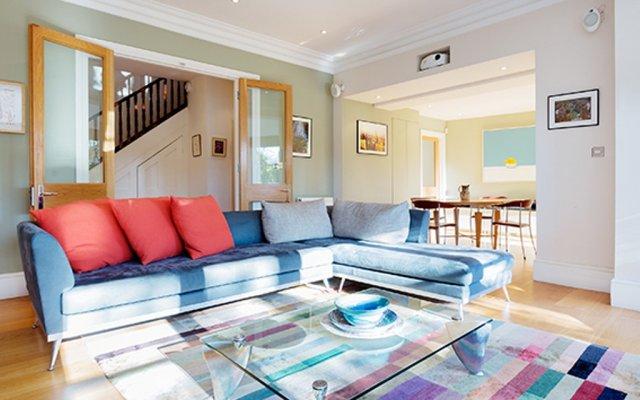 Апартаменты Veeve Belsize Park Apartment комната для гостей
