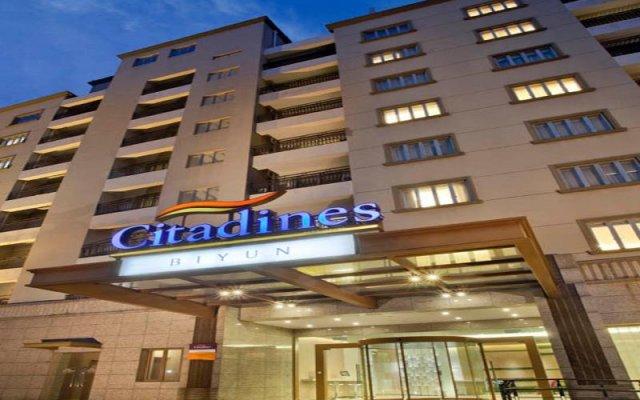 Отель Citadines Biyun Shanghai Китай, Шанхай - отзывы, цены и фото номеров - забронировать отель Citadines Biyun Shanghai онлайн вид на фасад