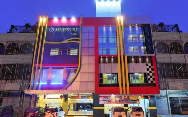 OYO 542 Majestiq Hotel вид на фасад