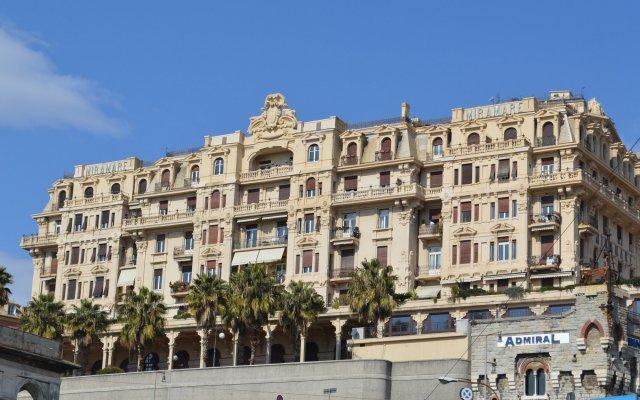 Отель Au Petit Bonheur Генуя вид на фасад