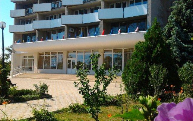 Гостиница Мирный курорт вид на фасад