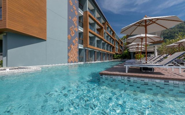 Отель The Nature Phuket бассейн