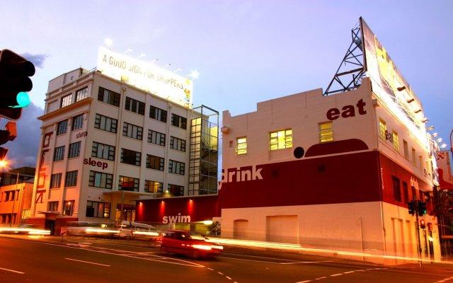 Отель Bunk Backpackers вид на фасад