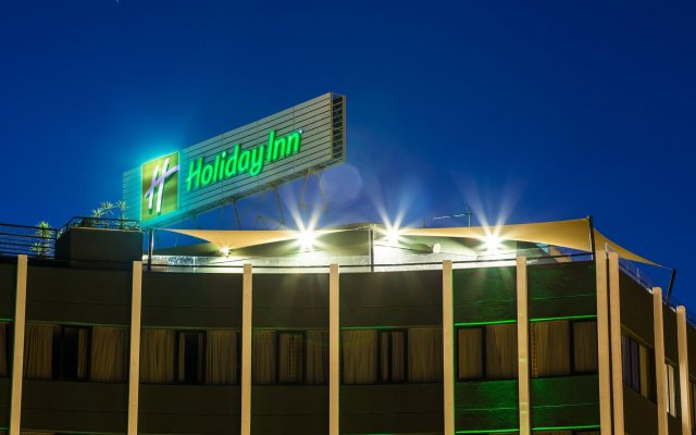 Отель Holiday Inn Lisbon вид на фасад