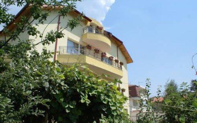 Отель Guest House Kiwi Болгария, Генерал-Кантраджиево - отзывы, цены и фото номеров - забронировать отель Guest House Kiwi онлайн вид на фасад