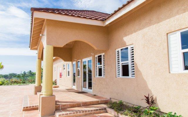 Отель Ocho Rios Getaway Villa at Draxhall вид на фасад