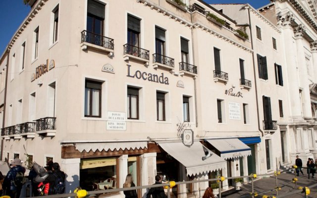 Hotel Locanda Vivaldi Венеция вид на фасад