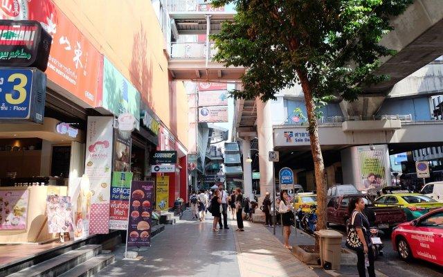 Отель Vplace Silom Бангкок вид на фасад
