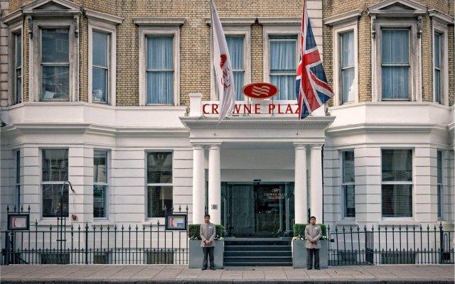 Отель Crowne Plaza London Kensington вид на фасад