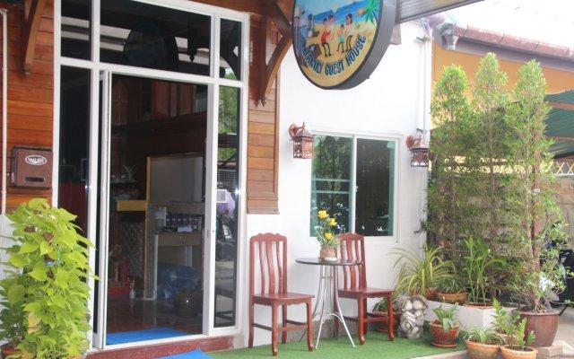 Отель La Piccola Patong 2 Family Guesthouse вид на фасад