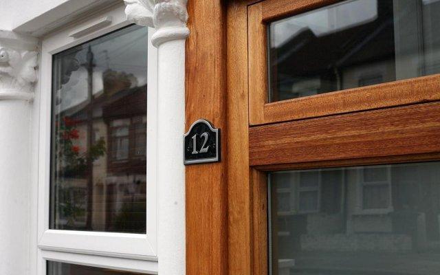 Отель London Malvern Road Rooms To Let Лондон вид на фасад