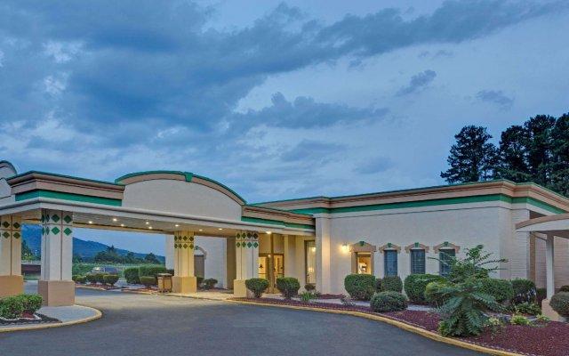 Отель Super 8 Kings Mountain Южный Бельмонт вид на фасад