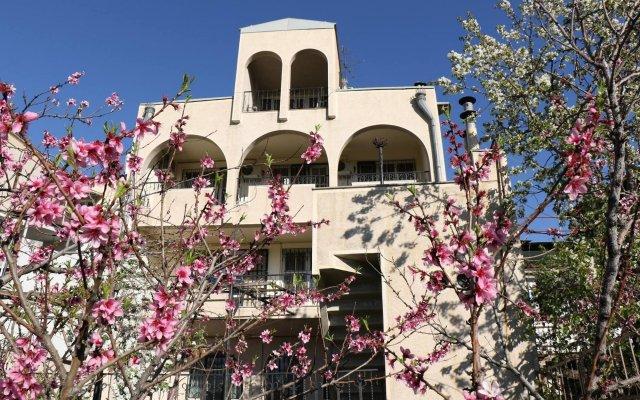 Отель Хостел Luys Hostel & Turs Армения, Ереван - отзывы, цены и фото номеров - забронировать отель Хостел Luys Hostel & Turs онлайн вид на фасад
