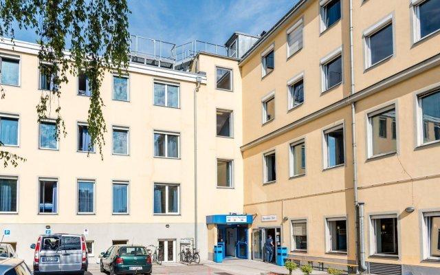 Отель A&O Wien Stadthalle Австрия, Вена - 11 отзывов об отеле, цены и фото номеров - забронировать отель A&O Wien Stadthalle онлайн вид на фасад