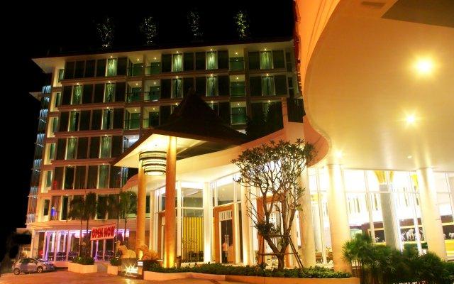 Aiyara Grand Hotel вид на фасад