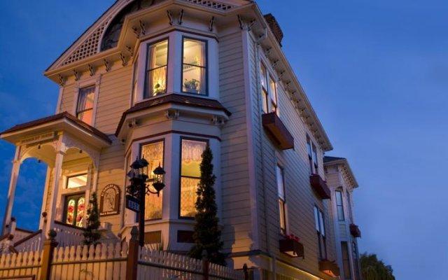 Отель Humboldt House Bed & Breakfast Канада, Виктория - отзывы, цены и фото номеров - забронировать отель Humboldt House Bed & Breakfast онлайн вид на фасад