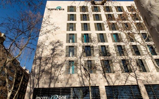 Отель Motel One Barcelona-Ciutadella вид на фасад