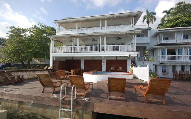 Отель San Bar 6BR by Jamaican Treasures вид на фасад