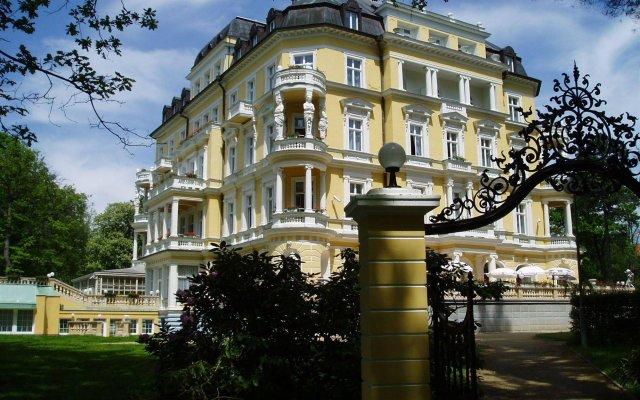 Отель Imperial Spa & Kurhotel Чехия, Франтишкови-Лазне - отзывы, цены и фото номеров - забронировать отель Imperial Spa & Kurhotel онлайн вид на фасад