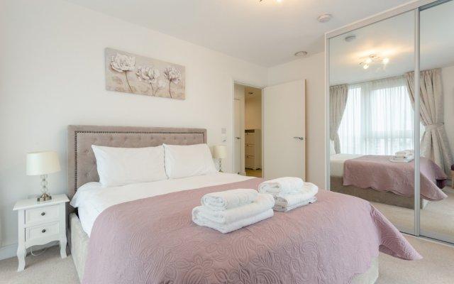 Отель 1 Bedroom Flat in Surrey Quays With Balcony Великобритания, Лондон - отзывы, цены и фото номеров - забронировать отель 1 Bedroom Flat in Surrey Quays With Balcony онлайн комната для гостей