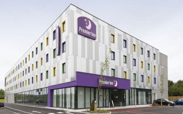 Отель Premier Inn London Stansted Airport вид на фасад