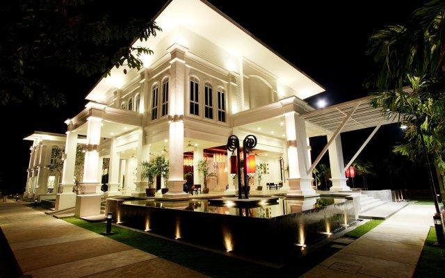 Отель The Old Phuket - Karon Beach Resort вид на фасад