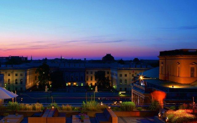 Отель de Rome - Rocco Forte Германия, Берлин - 1 отзыв об отеле, цены и фото номеров - забронировать отель de Rome - Rocco Forte онлайн вид на фасад