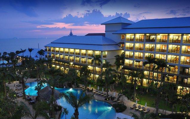 Отель Ravindra Beach Resort And Spa вид на фасад
