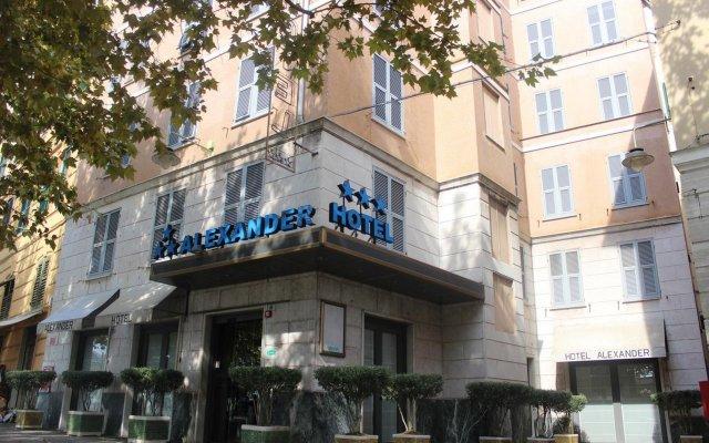 Отель New Alexander вид на фасад