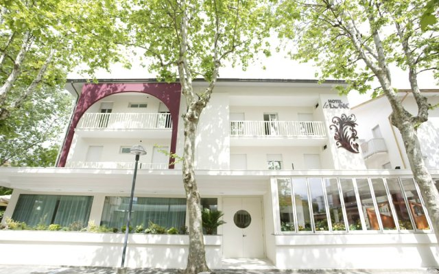 Hotel Le Lune Гаттео-а-Маре вид на фасад