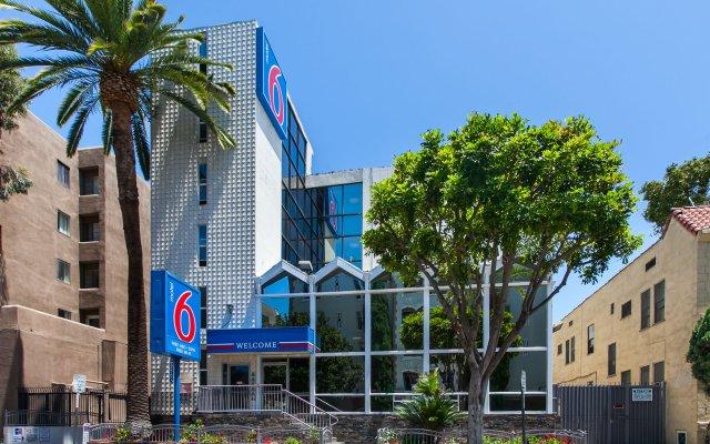 Отель Motel 6 Hollywood США, Лос-Анджелес - отзывы, цены и фото номеров - забронировать отель Motel 6 Hollywood онлайн вид на фасад