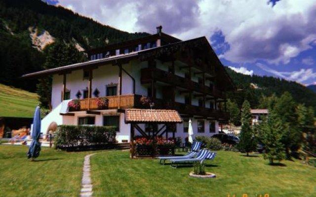 Отель Villa Gemmy Долина Валь-ди-Фасса вид на фасад