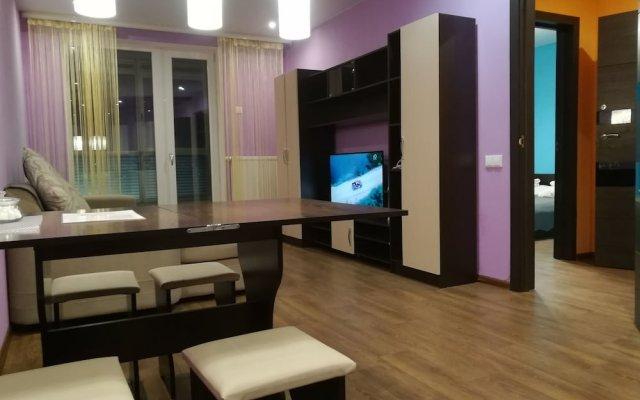 Гостиница Ya doma - 2-Room-Studio Mountain m. Studencheskaya в Новосибирске отзывы, цены и фото номеров - забронировать гостиницу Ya doma - 2-Room-Studio Mountain m. Studencheskaya онлайн Новосибирск комната для гостей