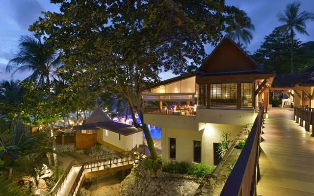 Отель Andaman White Beach Resort вид на фасад