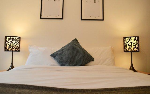 Отель Modern 3 Bedroom House in Northen Quarter комната для гостей
