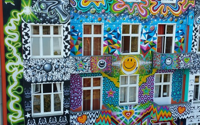 Happy Go Lucky Hotel + Hostel Берлин вид на фасад