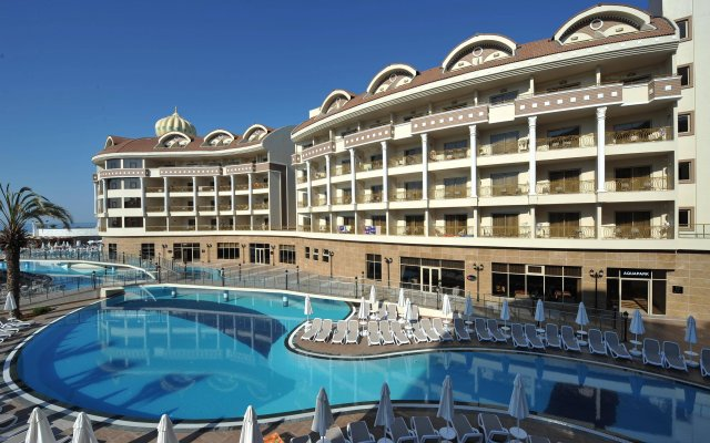 Отель Kirman Belazur Resort And Spa Богазкент вид на фасад