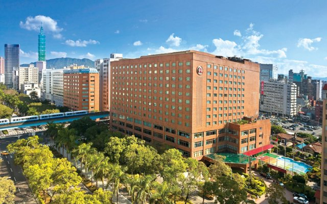 The Howard Plaza Hotel Taipei вид на фасад