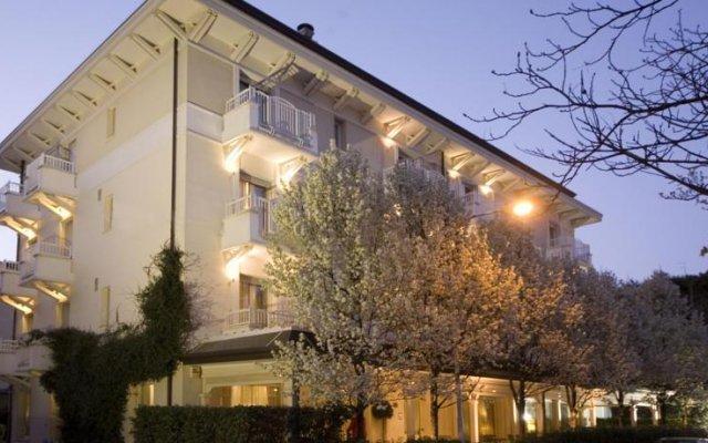 Отель Maestrale Италия, Риччоне - 2 отзыва об отеле, цены и фото номеров - забронировать отель Maestrale онлайн вид на фасад