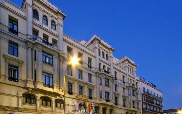 Отель Tryp Madrid Atocha Hotel Испания, Мадрид - 8 отзывов об отеле, цены и фото номеров - забронировать отель Tryp Madrid Atocha Hotel онлайн вид на фасад