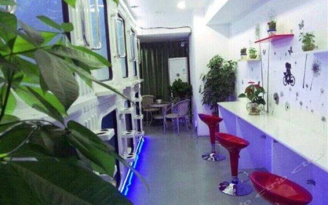 Chengdu Ziyouren Capsule Theme Hostel детские мероприятия