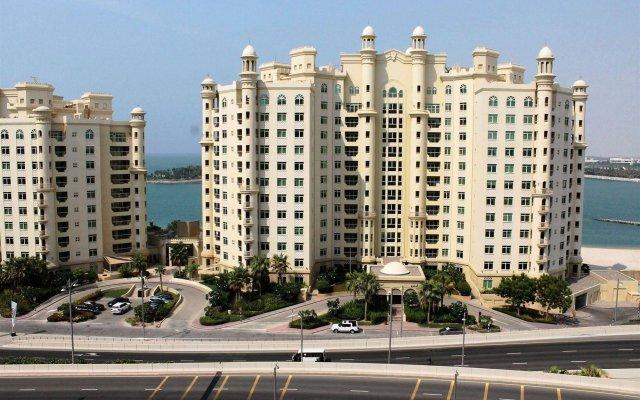 Отель Royal Club at Palm Jumeirah ОАЭ, Дубай - 5 отзывов об отеле, цены и фото номеров - забронировать отель Royal Club at Palm Jumeirah онлайн вид на фасад