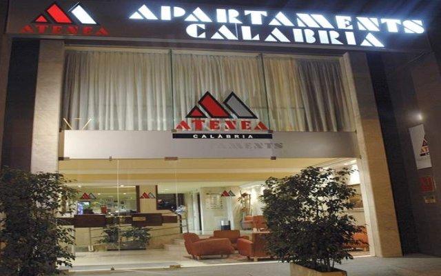 Отель Aparthotel Atenea Calabria Испания, Барселона - 12 отзывов об отеле, цены и фото номеров - забронировать отель Aparthotel Atenea Calabria онлайн вид на фасад