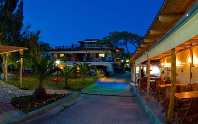 Отель Regos Resort Hotel Греция, Ситония - отзывы, цены и фото номеров - забронировать отель Regos Resort Hotel онлайн вид на фасад
