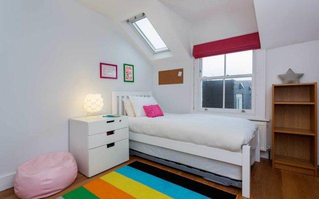 Отель Highbury Dream House комната для гостей
