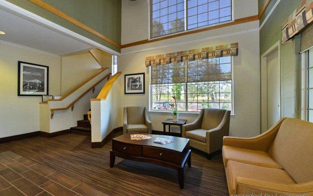 Отель Canadas Best Value Inn Langley Лэнгли комната для гостей