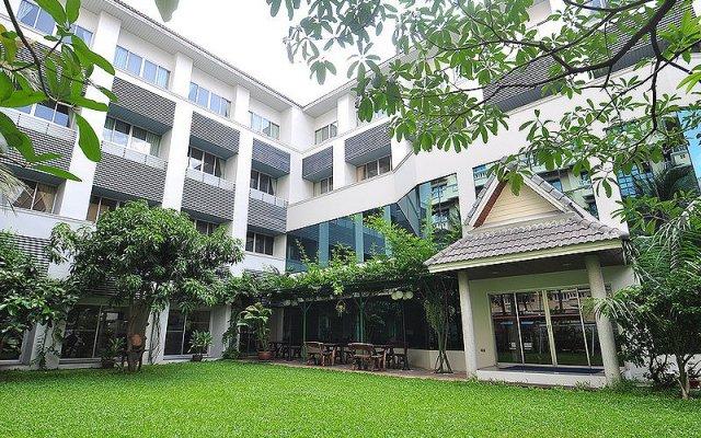 Отель Bangkok Christian Guesthouse Бангкок вид на фасад