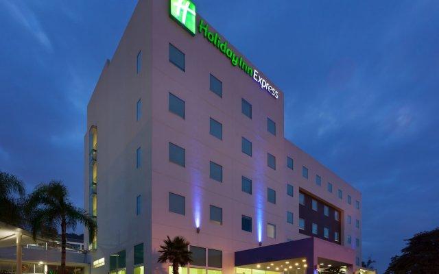 Отель Holiday Inn Express Guadalajara Iteso вид на фасад