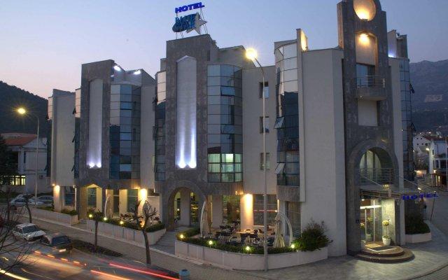 Отель Blue Star вид на фасад