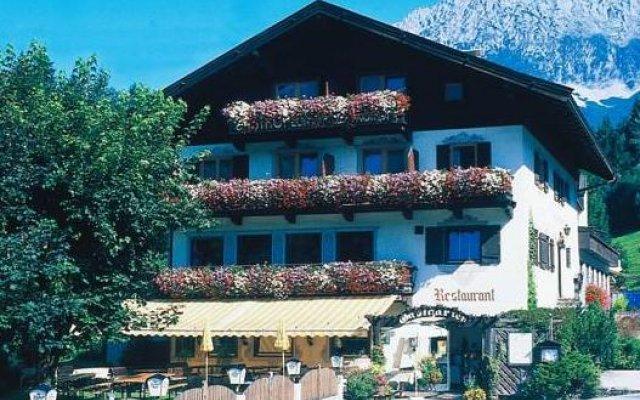 Отель Gasthof zum Wilden Kaiser вид на фасад